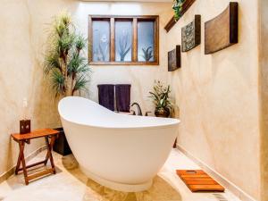 wnętrze łazienki - kamień naturalny